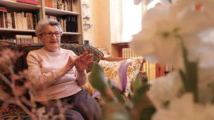 Génia Oboeuf lors d'une interview le 31 octobre 2020 dans son domicile neversois./photo Fanny Philippe